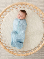 0.2T and 1.0T-PEBBLE_Cocoon Swaddle Bag_Lifestyle