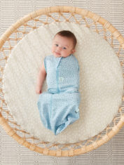 0.2T and 1.0T_PEBBLE_Cocoon Swaddle Bag_Lifestyle_2