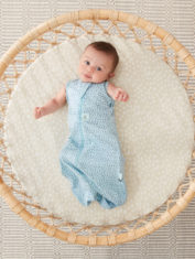 0.2T and 1.0T_PEBBLE_Cocoon Swaddle Bag_Lifestyle_3