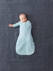 Swaddle_Pebble_1-Arm-Out