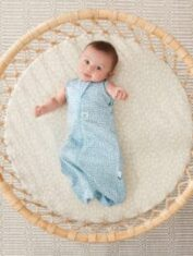 0.2T-and-1.0T_PEBBLE_Cocoon-Swaddle-Bag_Lifestyle__0798dd5181518951551a9f42346f72e4